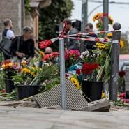Am Ort des Unfalls haben Menschen Blumen abgelegt.
