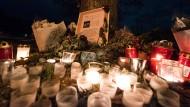 Noch immer werden regelmäßig Kerzen und Lichter am Tatort in Freiburg angezündet