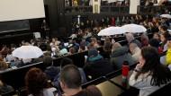 Vor vollen Rängen: Lucke am Mittwoch in einem Hörsaal der Uni Hamburg