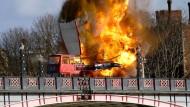 Doppeldeckerbus explodiert mitten in London