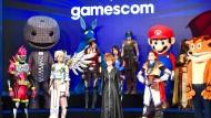 Verkleidete Menschen auf der Eröffnungsfeier der Gamescom im Jahr 2017 in Köln