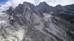 Ein Berg stürzt ab - Suche nach Vermissten geht weiter