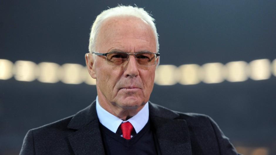 Die Vorwürfe werden seinem Bild vorerst allenfalls Kratzer zufügen: Franz Beckenbauer