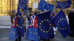 Britische Politiker wollen chaotischen EU-Austritt verhindern