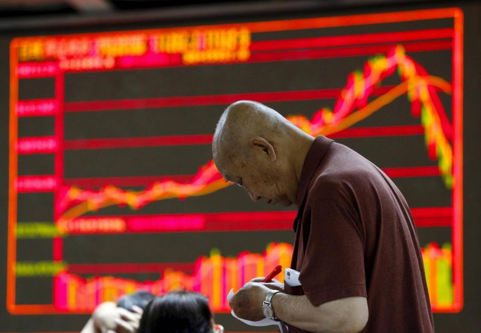 Am einfachsten investieren Sie in den indischen Aktienmarkt über einen breiten Marktindex. Dies geht am besten und am günstigsten mit ETFs.