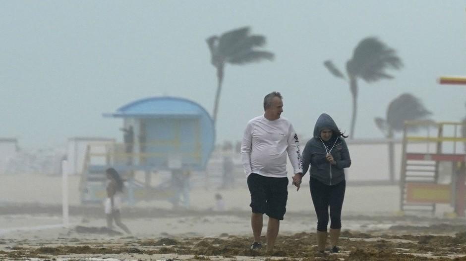 """Ein Sturm zieht auf über Florida: Tropensturm """"Eta"""" könnte als Hurrikan aufs Festland treffen."""