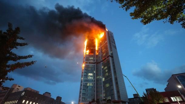 Fast 90 Leichtverletzte bei Hochhausbrand in Südkorea