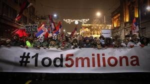 Tausende protestieren gegen Präsident Vucic