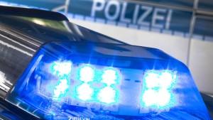 Mann verkleidet sich mit Gewehren – und löst Polizeieinsatz aus