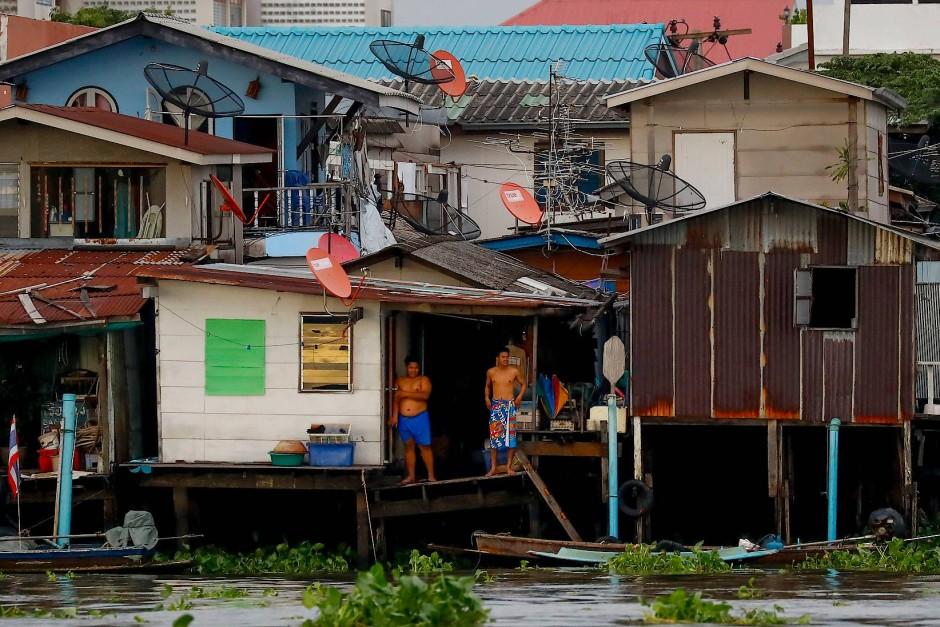 Alles im Fluss: Bewohner am Chao Phraya in Bangkok