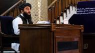 Ein Taliban-Sprecher bei der Verkündung der Übergangsregierung