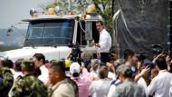 Guaidó nimmt am Samstag in Kolumbien Hilfsgüter entgegen.