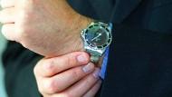 """Ein etwas älteres Modell: Diese Rolex-Uhr trug James Bond im Film """"Leben und sterben lassen""""."""