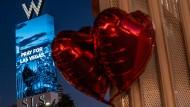 Ballons in Las Vegas an einer Gedenkstätte für die Opfer des Massakers