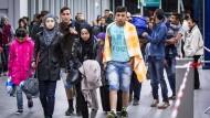 Saarländischer Innenminister warnt vor sozialen Unruhen