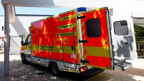 Unbekannter parkt Rettungswagen bei Notfalleinsatz um