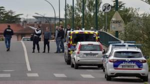 """Jugendlicher """"Gelbwesten""""-Anhänger lässt alle Frauen frei"""