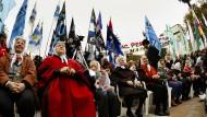 Die Mütter der Plaza de Mayo - hier im roten Mantel die Präsidentin Hebe de Bonafini - während einer Demonstration in Buenos Aires (Archivfoto aus dem Jahr 2011)