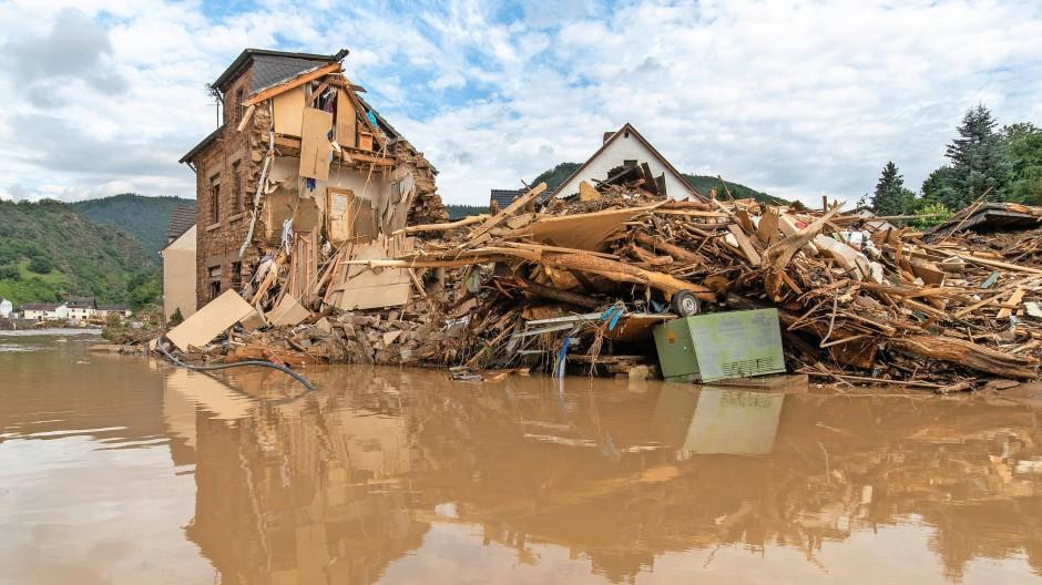Blick auf, durch das Hochwasser zerstörte, Häuser in Altenburg. Aufgenommen am 15. Juli 2021 in Altenburg, Altenahr.
