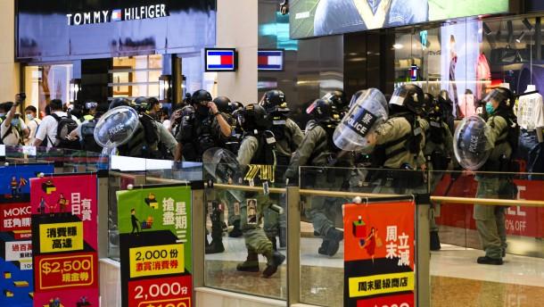 Polizei jagt Demonstranten nach Protestaktion