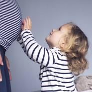 Gerade zum Ende einer Schwangerschaft können heiße Tage für Frauen sehr belastend sein.