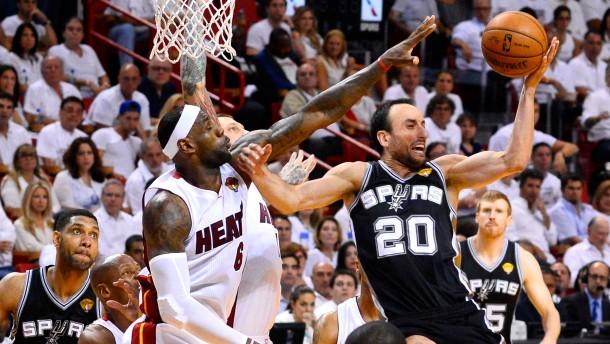 Rekordverdächtige Spurs wieder in Führung