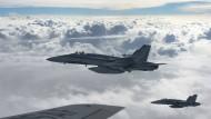 Kanadische Kampfjets fliegen über den Irak.