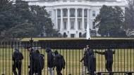 Secret-Service-Mitarbeiter rasen in Absperrung am Weißen Haus