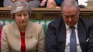 Noch ist die britische Premierministerin Theresa May im Amt. Doch ihre Tage an der Regierungsspitze dürften nach ihrer neuerlichen Niederlage gezählt sein.