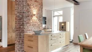 Werkbank gegen Küchenblock