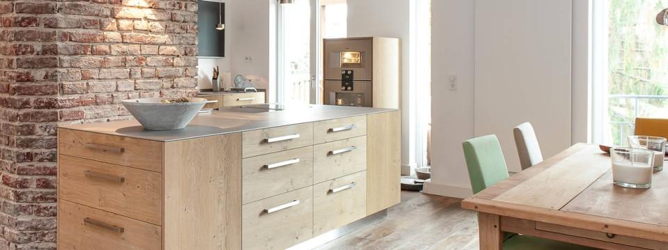 einrichten spezial werkbank gegen k chenblock drinnen drau en faz. Black Bedroom Furniture Sets. Home Design Ideas