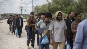 Österreich schlägt wegen neuer Flüchtlingsrouten Alarm