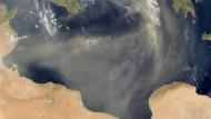 Das dunkle Blau trennt zwei Welten: Das Mittelmeer ist dicht, doch um welchen Preis?