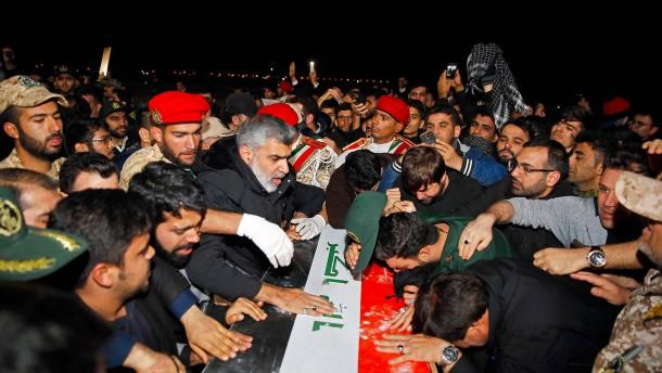 Zehntausende Iraner bei Trauerfeiern für Soleimani