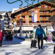 Wengen im Berner Oberland: Hier hat ein Brite 27 Personen angesteckt. Wintersport bleibt in der Schweiz dennoch erlaubt.