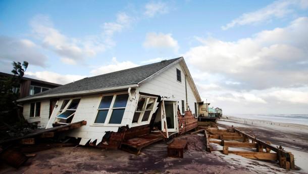 Unzählige Häuser wurden in New York durch Wind und Wassermassen zerstört.