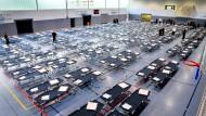 Umzug: Die hessische Landesregierung kündigt die Schließung der Notunterkünfte vor Ende Februar an. (Symbolbild)