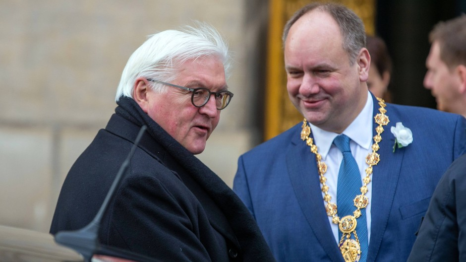 Dirk Hilbert, Oberbürgermeister von Dresden, begrüßt am Donnerstag Bundespräsident Frank-Walter Steinmeier.