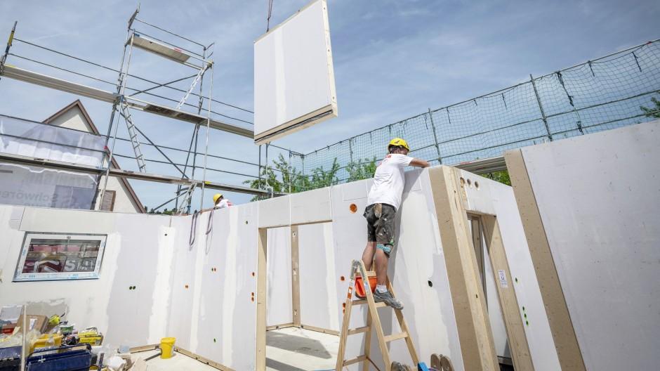 Auch die Stahlpreise treiben die Kosten auf dem Bau in die Höhe: Betonstahl in Stäben ist 44 Prozent teurer als vor einem Jahr.