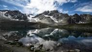 Spiegel der Landschaft: Am Lej Muragi, einem Bergsee am Schafsberg im Oberengadin, lebte und arbeitete der Maler Giovanni Segantini.