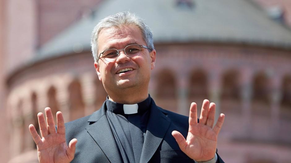 Weihbischof und Ökonom des Mainzer Bistums: Udo Markus Bentz will Kosten einsparen