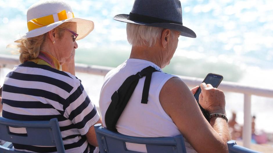 Rentner an der Côte d'Azur in Nizza.