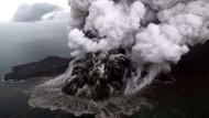 """""""Kind des Krakatau"""": Der Vulkan Anak Krakatau in der Sundastraße könnte schon bald eine weitere Katastrophe auslösen."""