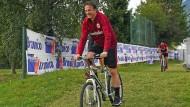 Mit dem Rad geht es schneller: Eintracht-Sportvorstand Fredi Bobic