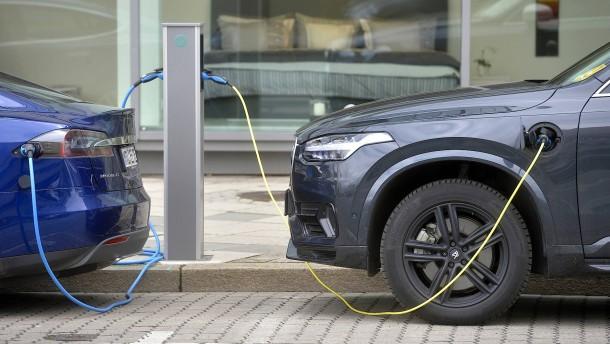 Zahl der Ladepunkte für Elektroautos steigt deutlich