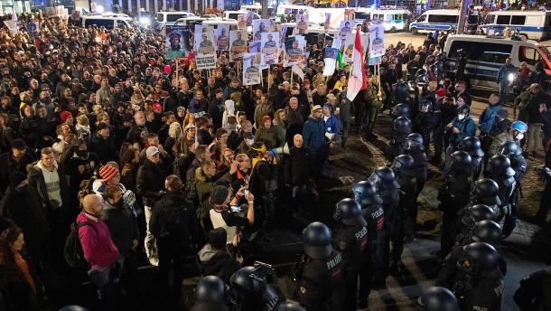 """Verfassungsschutz: """"Querdenken"""" als Nährboden für Extremismus"""