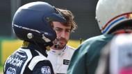Sichtlich geschockt: Fernando Alonso direkt nach seinem Unfall beim Großen Preis von Australien.