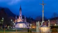 Ein Ort des Glaubens: Viele Wallfahrer erhoffen sich von ihrem Besuch in Lourdes ein Wunder.