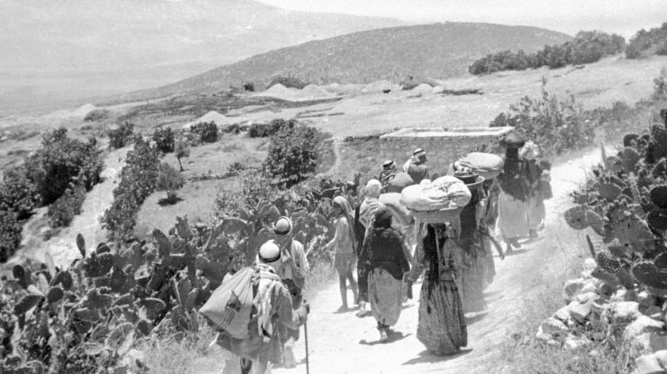 Palästinensische Flüchtlinge kehren nach dem arabischen Krieg 1948 in ihre Dörfer zurück.