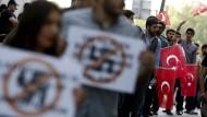 Demonstranten vor dem deutschen Generalkonsulat in Istanbul am Donnerstag